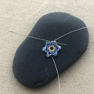 Free tutorial to learn bead netting - used to make mandala pendants and flowers
