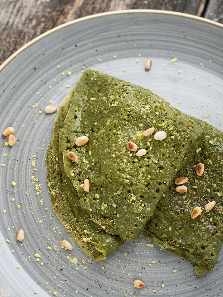 Nalesniki bazyliowe z pesto z zielonego groszku weganskie, bezglutenowe blog kulinarny