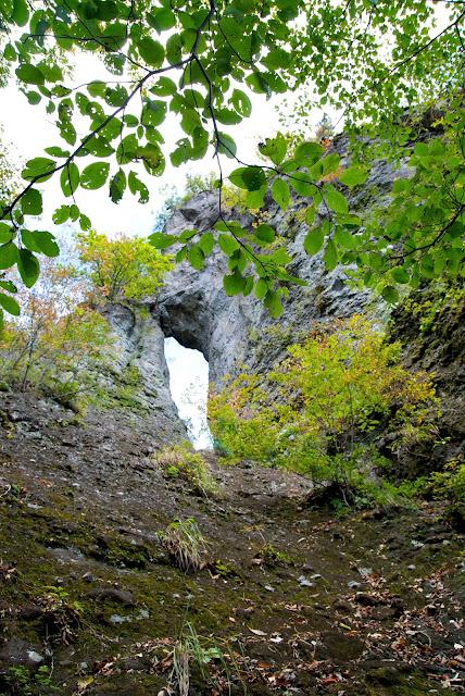 第二石門を見上げる