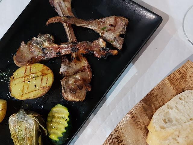 chuletas-cordero-vegetales-plancha