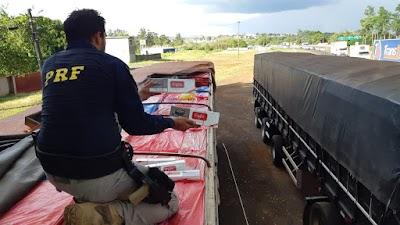 PRF apreende duas carretas de cigarros paraguaios em Ibiporã.