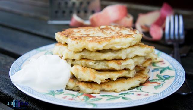 Placki z jablkami. Apple pancakes