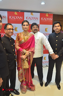 Actress Sonam Kapoor Launch Kalyan Jewellers Anna Nagar Showroom 0012.jpg