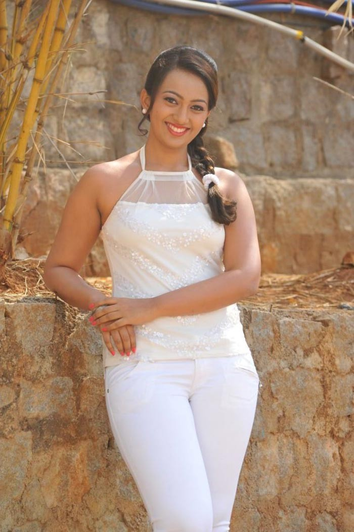 Esther Latest Hot Photo Stills - Masala Gallery-1601