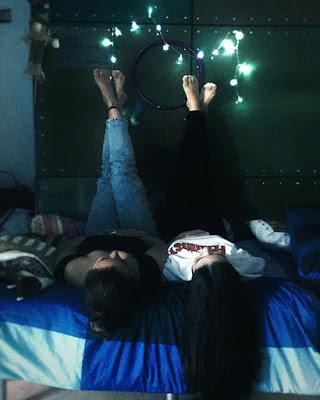 foto tumblr de amigas con luces