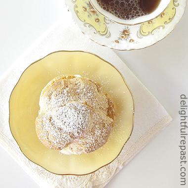 Cream Puffs with Vanilla Pastry Cream / www.delightfulrepast.com