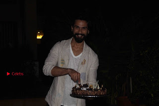 Shahid Kapoor Birthday Celetion Pos  0036.jpg