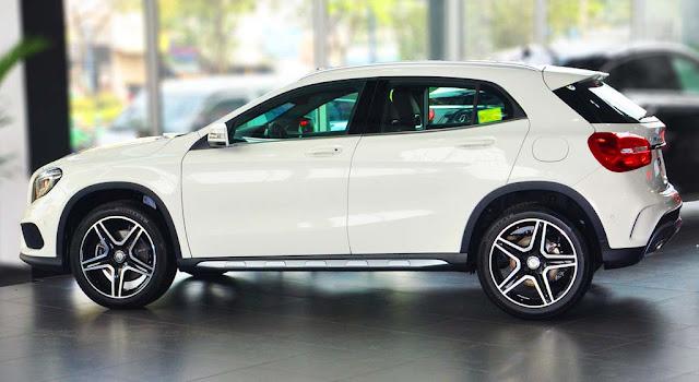 Mercedes GLA 250 4MATIC 2017 sử dụng Mâm xe 19-inch, 5 chấu với hai màu tương phản
