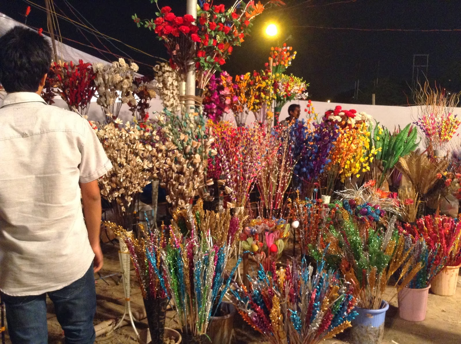 A stall at Deep Utsav 2013, Noida selling decorative flowers