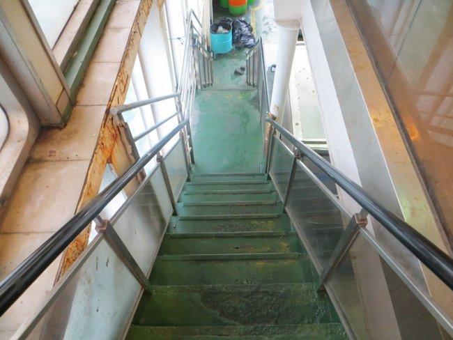 Лестница на нижние палубу