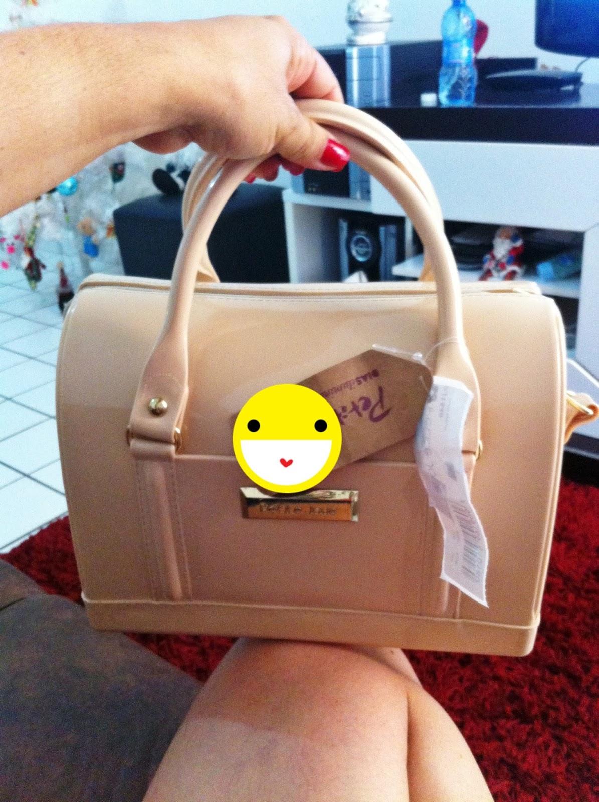 fc58f4023d Tô passando aqui só pra mostrar minha comprinha da semana...uma bolsa Petite  JUlie. Ela é fofa