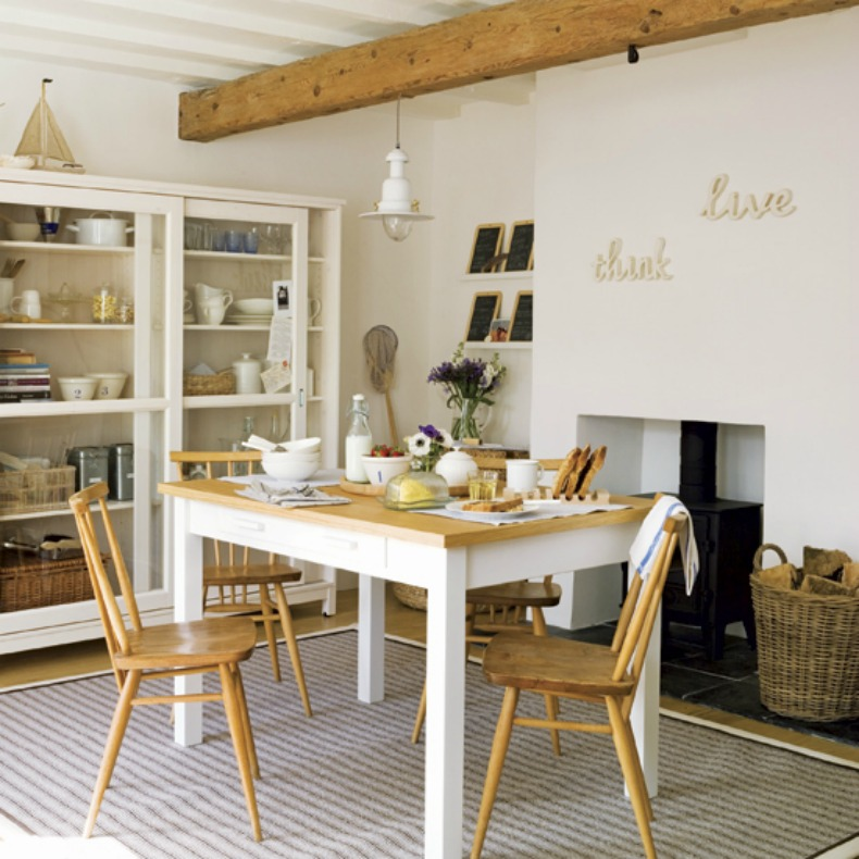 Coastal cottage dining space with a weathered touch