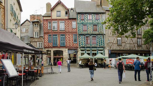 Rennes Place du Sainte Anne que ver casas madera viaje Bretaña Normandia