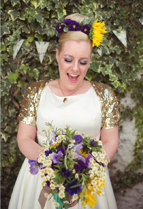 alternative alla stola per la sposa, bride wearing sequin bolero jacket