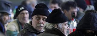Φτωχοί και άστεγοι σε συσσίτια στην Αθήνα που παρέχονται ιδιαίτερα σε άπορους όχι μόνο όμως στην πρωτεύουσα αλλά και στην Θεσσαλονίκη και σε άλλες πόλεις σε όλη την Ελλάδα.