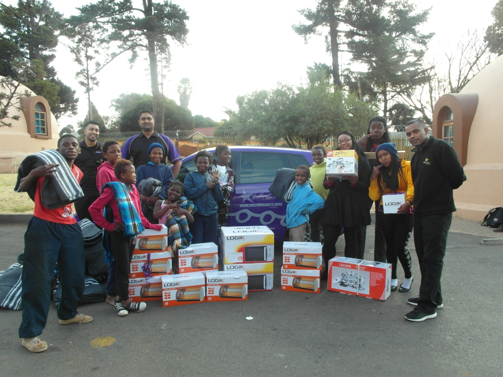 Hollywoodbets Newtown Mall donated some essential items to Sparrow Village as part of the Hollywoodbets Social Responsibility Programme