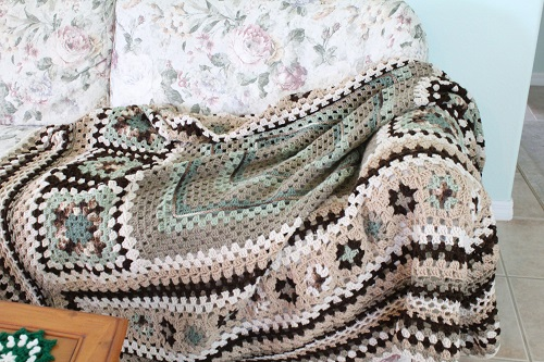afghan, Big, blanket, Caron One Pound, free, giveaway, granny square, granny stitch, Granny-Spiration Challenge 2017, linkup, pattern, seamless join, stashbuster, Super Saver, surface crochet