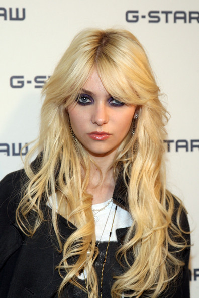 gossip girl hair style some pictures of momsen different hairstyles 4699 | Taylor Momsen momsen hair style actress singer model pictures images photo songs hairstyles Arvil Lavigne gossip girl %252820%2529