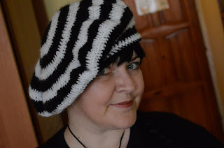Moherowy beret z przymróżeniem oka ;)