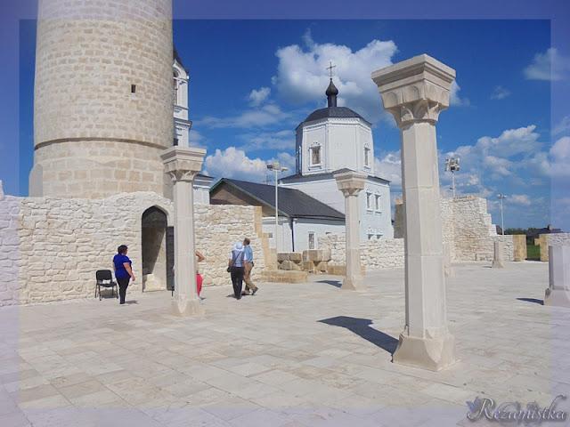 вход в центральный минарет мечети