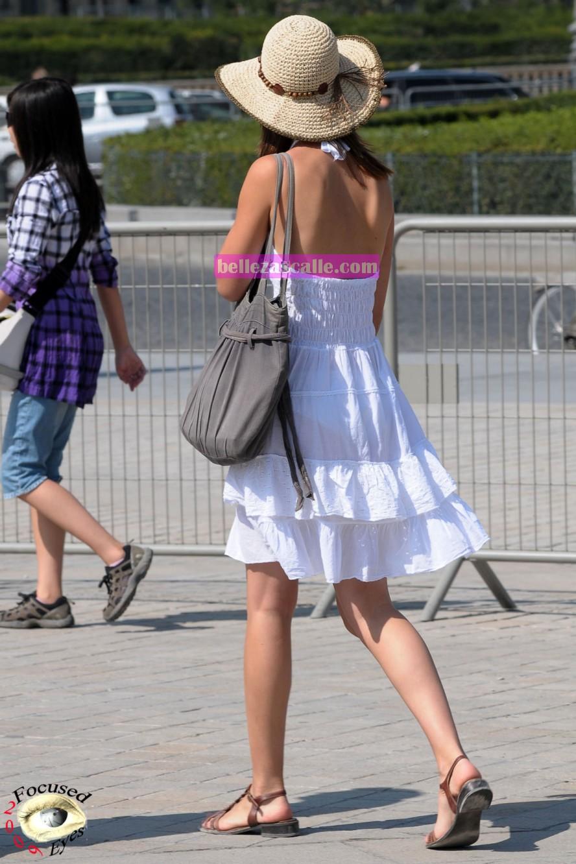 Vestidos transparentes en la calle