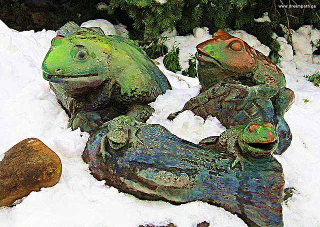 Statue of frogs in the snow
