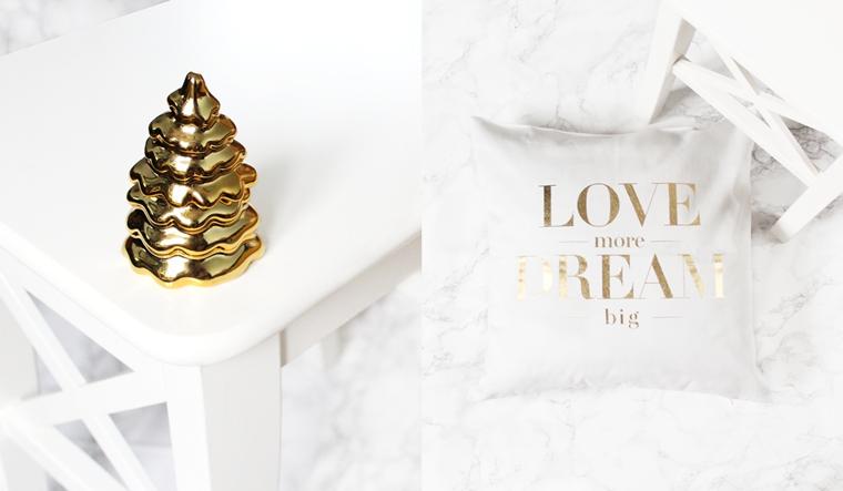 Nowości w mojej garderobie i nie tylko - złota świeca choinka + poduszka ze złotym napisem H&M Home