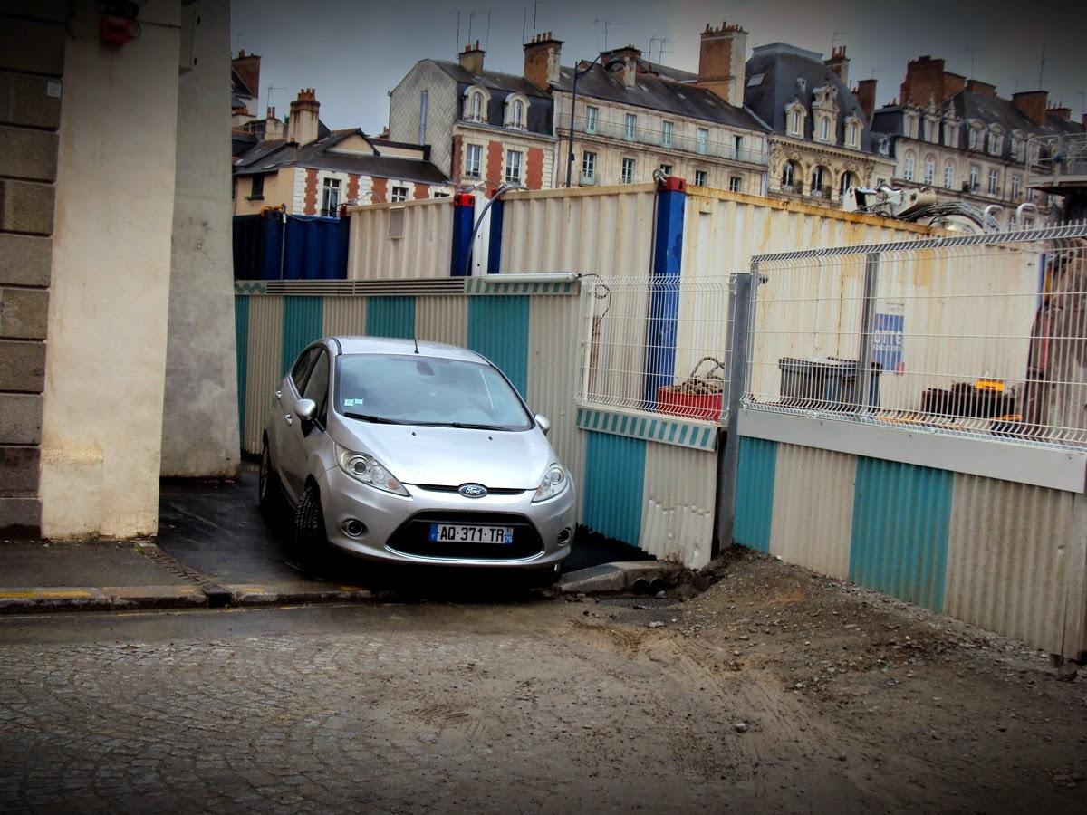 Le stationnement sauvage place Saint-Germain - Le passage piéton, c'est pas une place de parking ! 28 Juin 2014