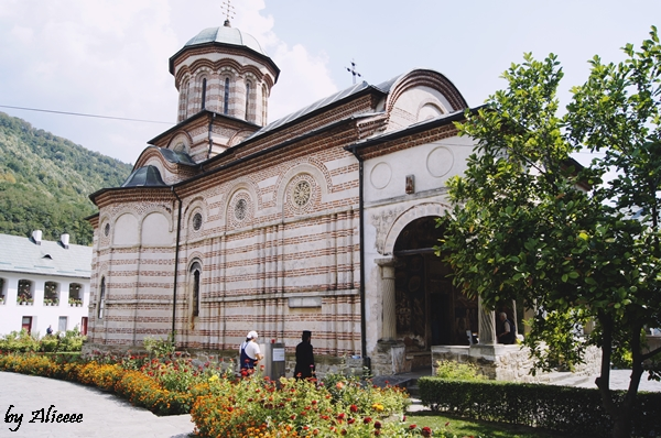 Biserica-Manastirea-Cozia