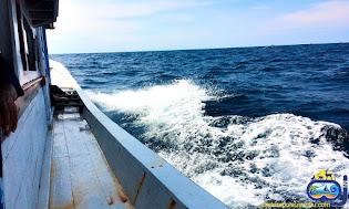 kapal ferry pengangkut penumpang menuju pulau sebira