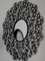 http://manualidadesparaninos.biz/espejo-decorado-con-rollos-de-papel/