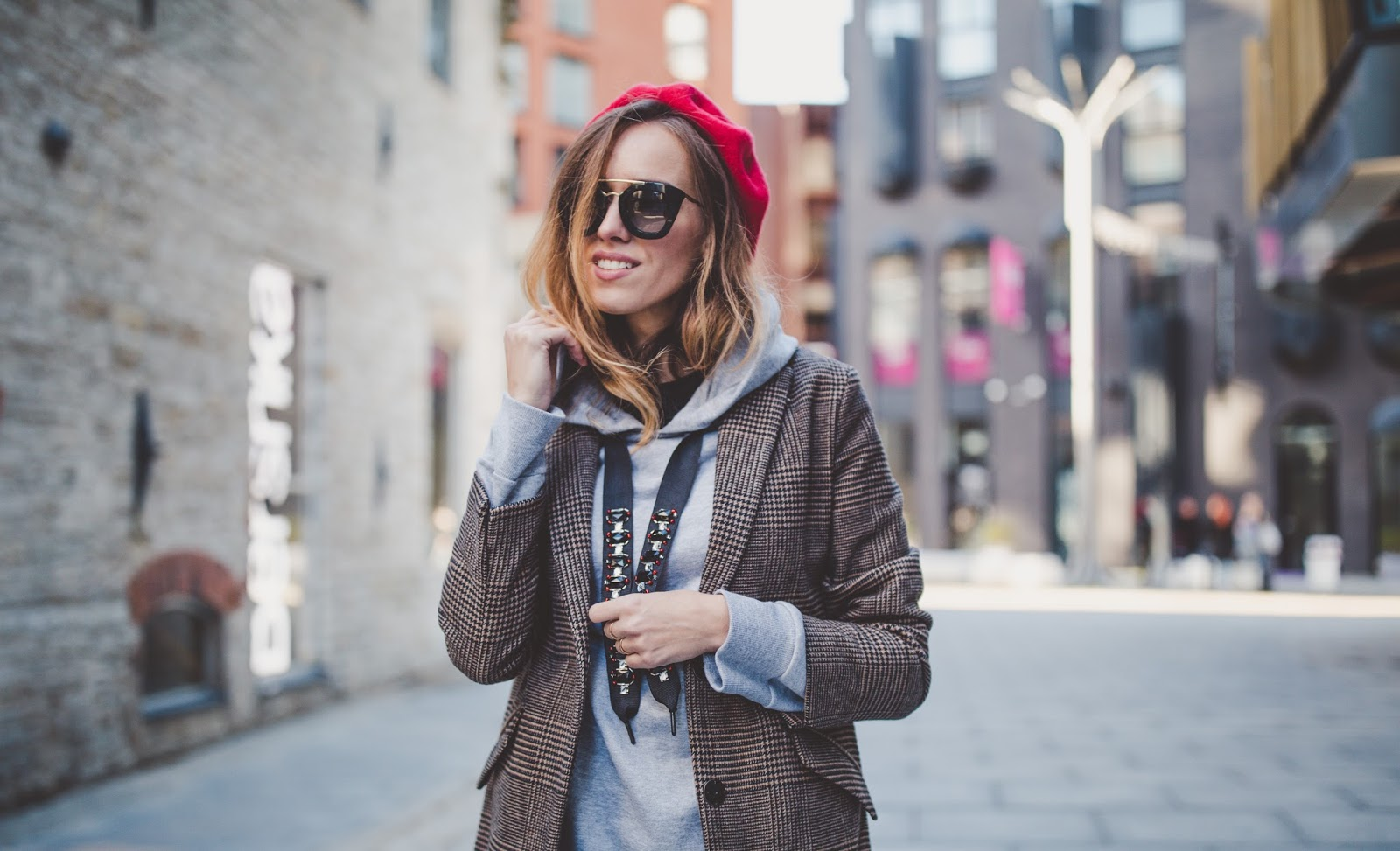 red beret fall outfit