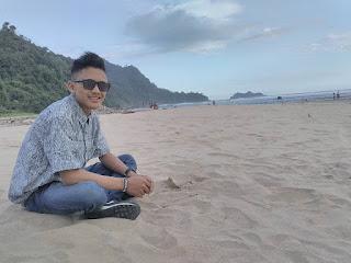 Pantai Pulau Merah