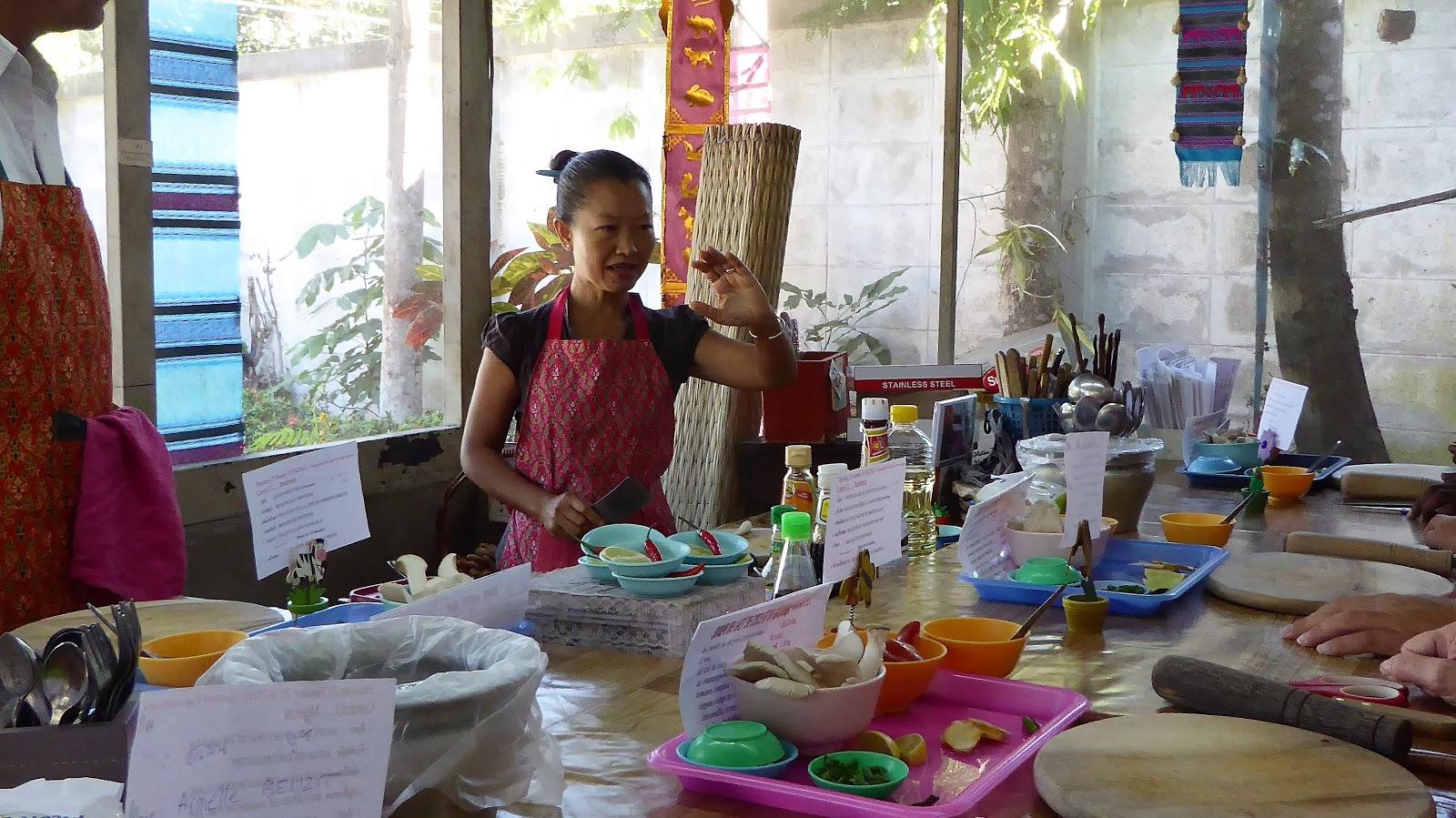 Blonde Paresseuse Notre Cours De Cuisine A Khroua Baan Thai