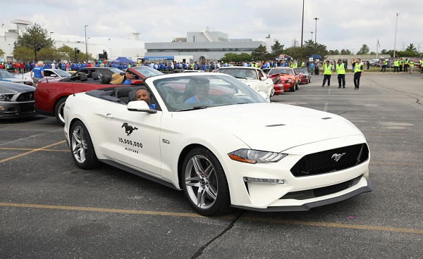 Ford Mustang 10 millones