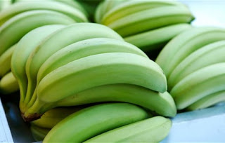 8 Benefits of Eating Raw Banana Each Day