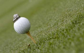 Wallpaper: Golf ball with a ring on it
