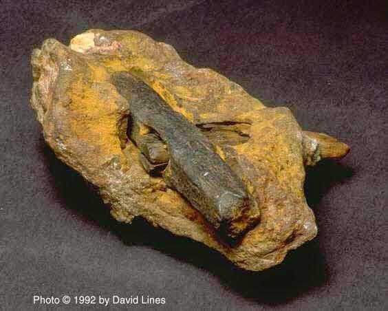 Cây búa cổ đại làm bằng sắt nguyên chất.