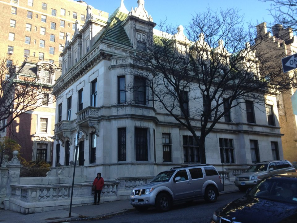 Here S 351 Riverside Drive A K June House Where Neal Caffrey Has An Apartment It Is Beautiful Art Deco With Views Of The Hudson River