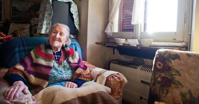 Ajaib !!.... Usia Nenek Ini 117 Tahun, Rahasianya Cuma Makan 3 Butir Telur Per Hari. Benarkah ?