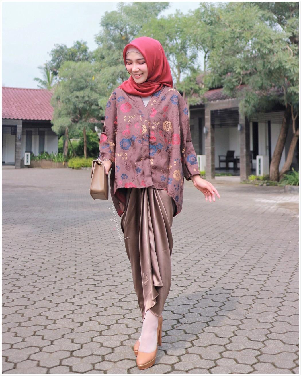 Referensi Baju Kondangan Hijab Cantik dan Modern Dari Ayu
