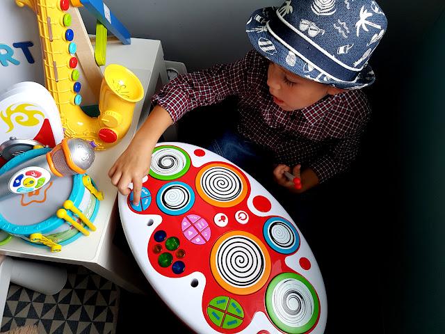 zabawki muzyczne - Smily Play - instumenty muzyczne - zabawki dla dzieci - umuzykalnianie dzieci - domowa orkiestra - perkusja dla dziecka - mikrofon dla dziecka - gitara dla dziecka - skrzypce - saksofon - prezent dla dziecka