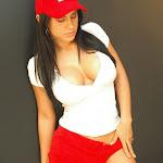 Andrea Rincon, Selena Spice Galeria 16: Linda Gorra Roja, Camiseta Blanca, Mini Tanga Roja Tipo Hilo Dental Foto 9