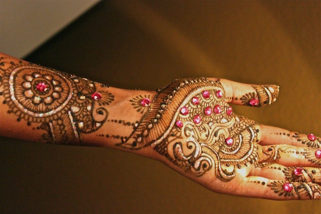 Bridal Mehndi Designs: Latest Fancy Glitter Mehndi designs ...