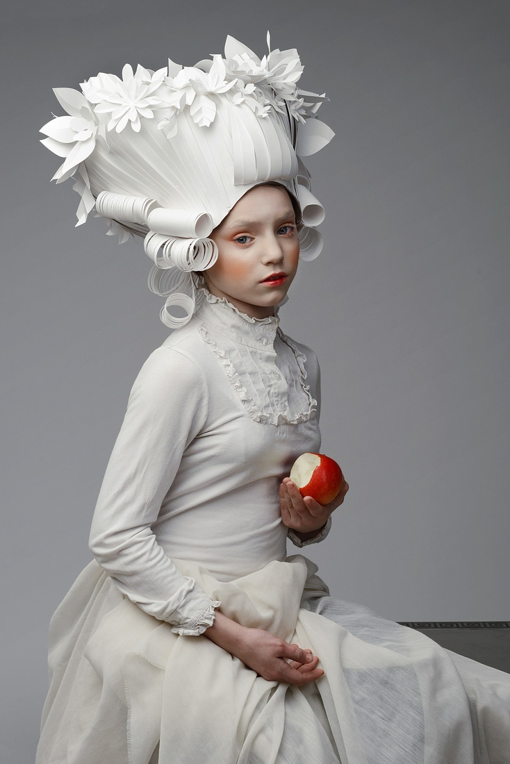 04-Asya-Kozina-Ася Козина-Baroque-Wigs-made-out-of-Hand-Cut-Paper-www-designstack-co