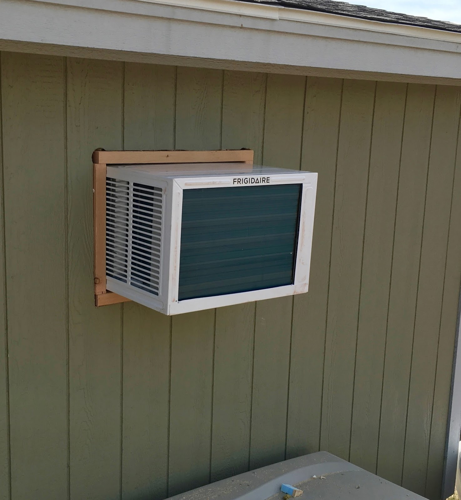Syonyks Project Blog Solar Shed Summary My Off Grid Office Create A Powered Howtos Diy One Really Cool Part Of Cutting Hole In The Wall Is Getting To See Cross Section Im Very Happy With It Everything Tightly Secured But