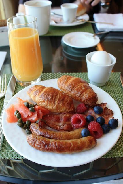 Mein Frühstück in der Ritz-Carlton Club Lounge © Copyright Monika Fuchs, TravelWorldOnline