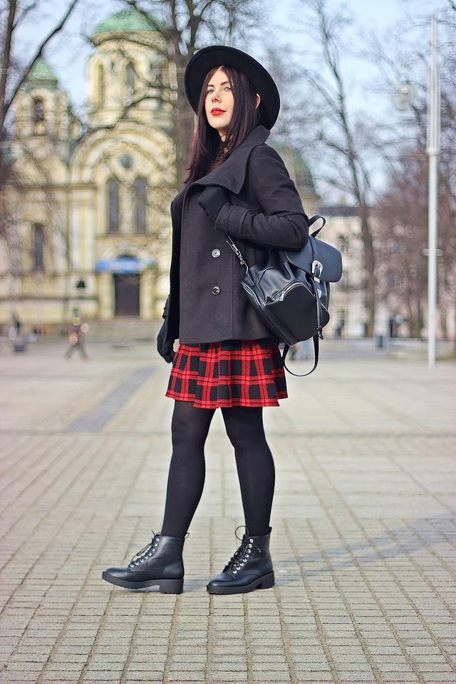 rockowa stylizacja spódnica w kratę