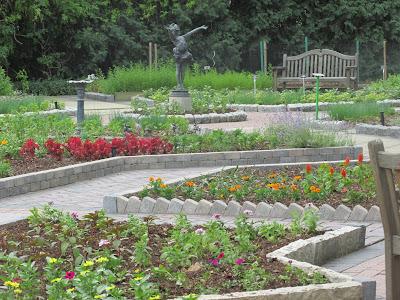 Applewood Estate Tour (free)   Vickie's Kitchen and Garden http://www.vickieskitchenandgarden.com