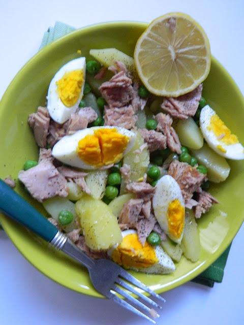 Salata de cartofi cu mazare si ton